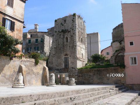 iCicero: Terracina - Casa-torre della Salita Castello