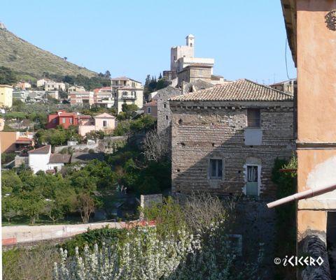iCicero: Terracina - Torre medievale delle mura