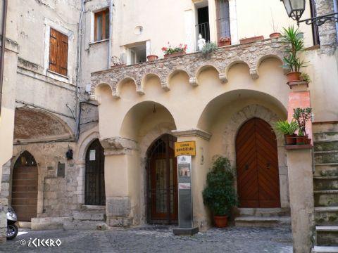 iCicero: Terracina - Domus gotica di Piazza Cancelli