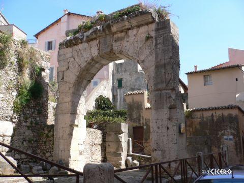 iCicero: Terracina - Arco quadrifonte