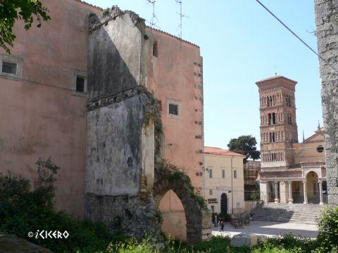 iCicero: Terracina - Tempio di Vicolo Pertinace