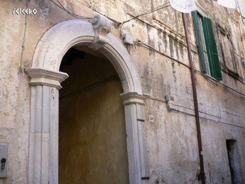 iCicero: Terracina - Palazzo di Via Mura di S. Paolo