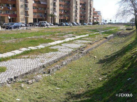 iCicero: Terracina - Molo del Porto Romano e granai dell'abbondanza