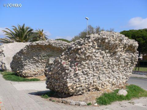 iCicero: Terracina - Volte dei magazzini portuali Romani e porto Gregoriano