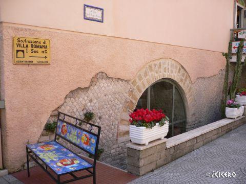 iCicero: Terracina - Resti di ville romane e granaio Antonelli