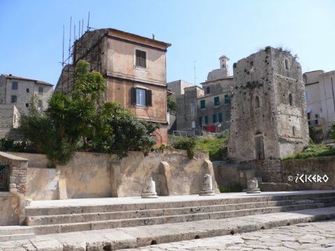 iCicero: Terracina - Portico e teatro