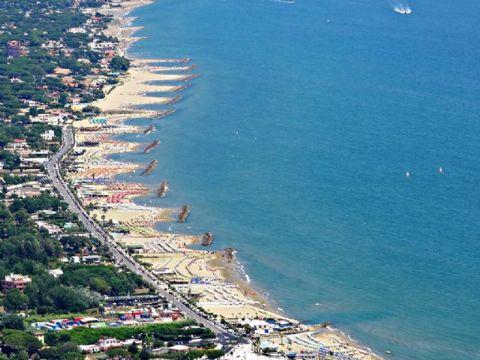 iCicero: San Felice Circeo - La spiaggia su Viale Europa